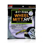 Мягкая микрофибровая перчатка для мойки колесных дисков Soft99 Wheel Mitt Soft 04159