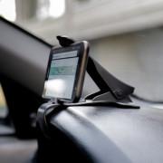 Магнитный держатель-прищепка для смартфона на торпедо EasyWay EW059 (черный)